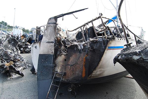 Enquête suite à l'incendie d'un bateau